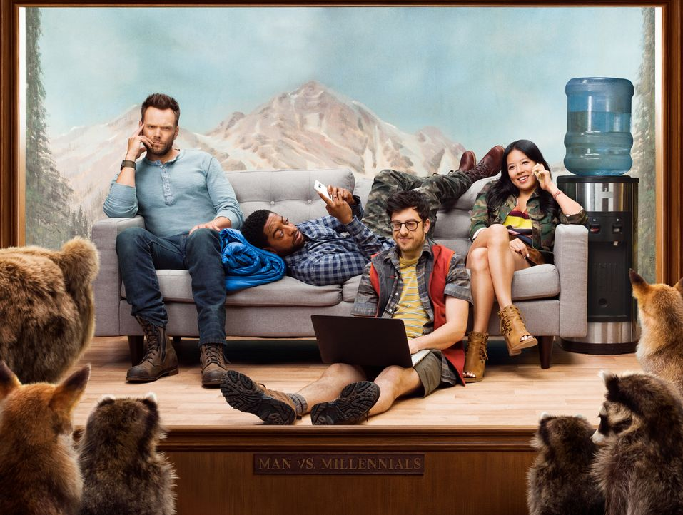 (1. Staffel) - Wie kommen (v.l.n.r.) Jack (Joel McHale) und die drei Millennials Mason (Shaun Brown), Clark (Christopher Mintz-Plasse) und Emma (Chr... - Bildquelle: 2016 CBS Broadcasting, Inc. All Rights Reserved.