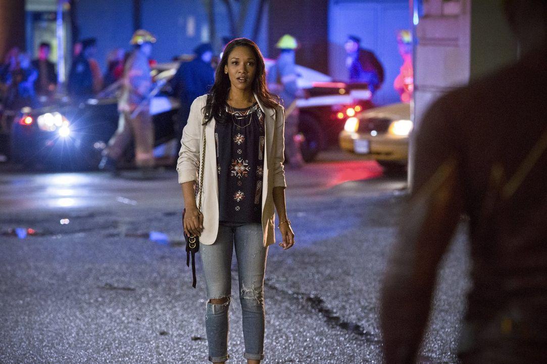 Iris (Candice Patton) möchte mehr über den roten Blitz erfahren und recherchiert weiter für ihren Blog. Doch um sich und die anderen Metawesen zu sc... - Bildquelle: Warner Brothers.