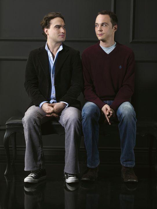 (2. Staffel) - Die beiden brillanten Nachwuchsphysiker Leonard (Johnny Galecki, l.) und Sheldon (Jim Parsons, r.) sind beste Freunde und teilen sich... - Bildquelle: Warner Bros. Television