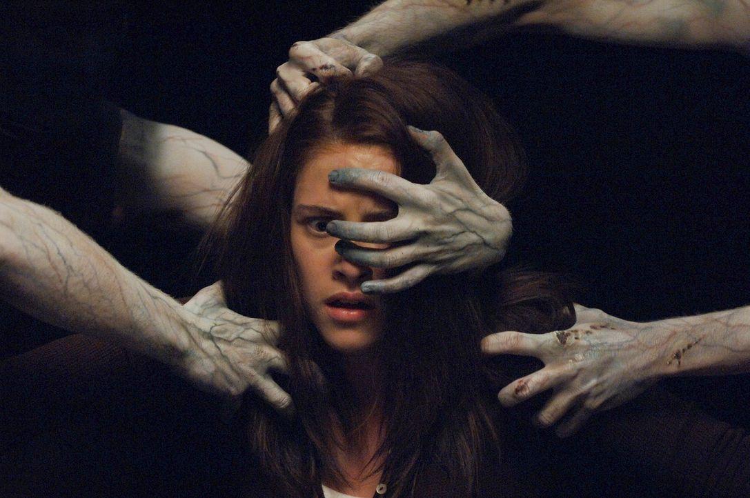 Nur ihr kleiner Bruder sieht die Geister, die ihr zusetzen. Ihre Eltern tun Jess' (Kristen Stewart) Erzählungen als Hirngespinste ab, weil sie glaub... - Bildquelle: 2005 GHP-3 SCARECROW, LLC.