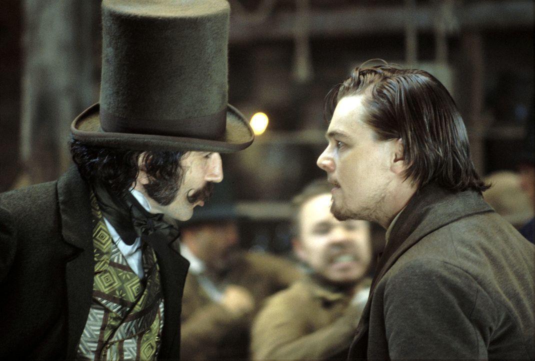 """Bill """"The Butcher"""" Cutting (Daniel Day-Lewis, l.) hat erfahren, was der Anlass für Amsterdam Vallons (Leonardo DiCaprio, r.) Rückkehr ist ... - Bildquelle: Miramax Films"""
