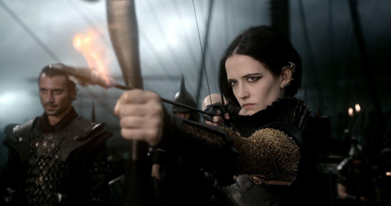 Sie führt die Truppen der Perser im Krieg gegen Griechenland an: die selbst aus Griechenland stammende Artemisia (Eva Green) ... - Bildquelle: 2014 Warner Bros. Entertainment, Inc.
