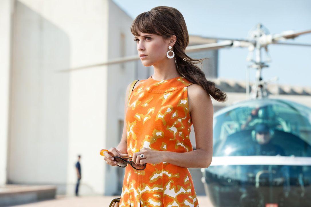 Die junge Berlinerin Gaby (Alicia Vikander) ahnt nicht, dass der Besuch eines Agenten sie mitten in den Kampf gegen eine Verbrecherorganisation hine... - Bildquelle: Warner Bros.