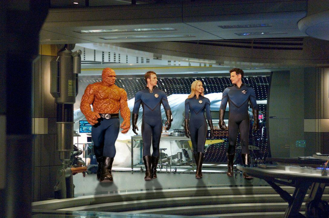 """Die """"Fantastic Four"""" - (v.l.n.r.) Ben (Michael Chiklis), Johnny (Chris Evans), Susan (Jessica Alba) und Reed (Ioan Gruffudd) - machen sich auf die S... - Bildquelle: Twentieth Century Fox"""