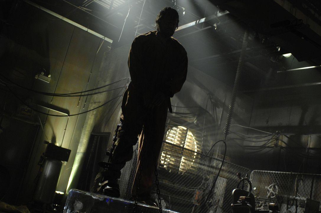 Auf dem Eisblock bekommt Agent Matthews (Donnie Wahlberg) langsam kalte Füße, aber sollten diese warm werden, dann hängt sein Hals in der Schling... - Bildquelle: 2007 Lionsgate, Twisted Pictures
