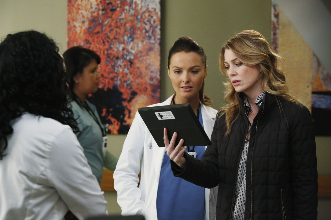 Immer wieder brauchen die jungen Ärzte Stephanie (Jerrika Hinton, l.) und Jo (Camilla Luddington, M.) Merediths (Ellen Pompeo, r.) Unterstützung.... - Bildquelle: ABC Studios