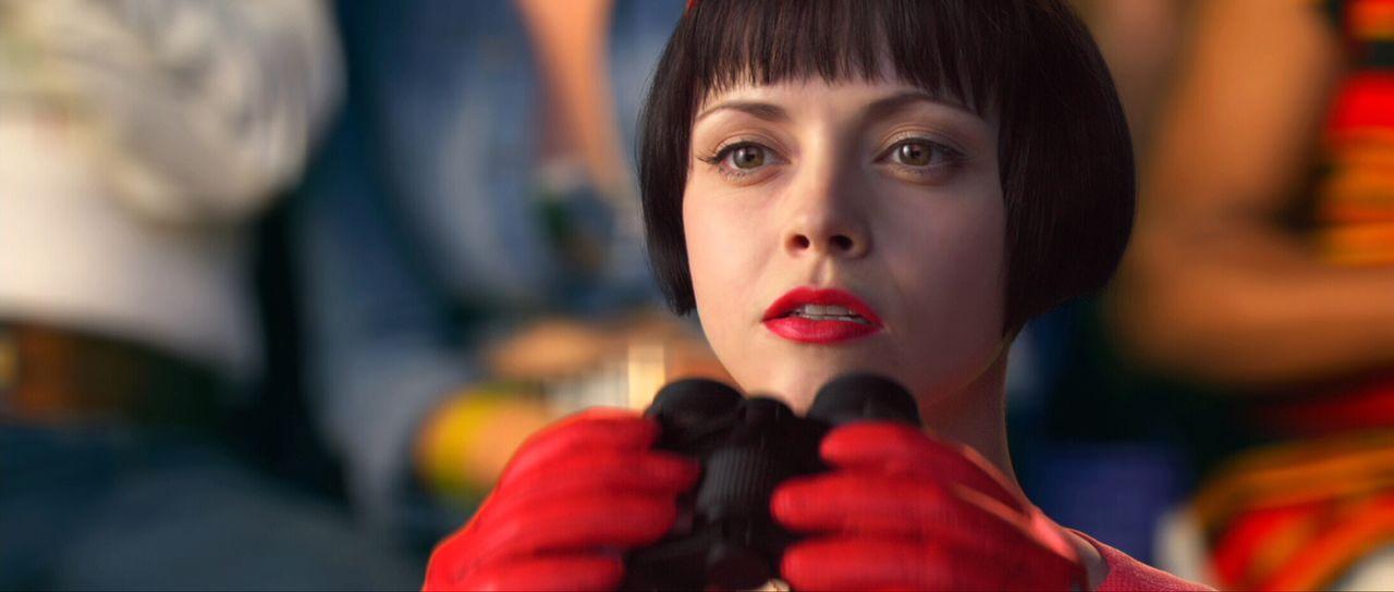 Als ihr Freund sich weigert, den Rennstall zu wechseln, befürchtet Trixie (Christina Ricci), dass ihm jetzt die Konkurrenz das Leben schwer machen w... - Bildquelle: 2008   Warner Brothers