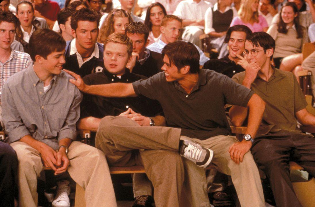 Für die meisten Schüler bedeutet Schule einfach nur Paukstress. Doch nicht für (v.l.n.r.) Handsome Davis (Trevor Fehrman, r.) und seine Freunde S... - Bildquelle: New Line Cinema