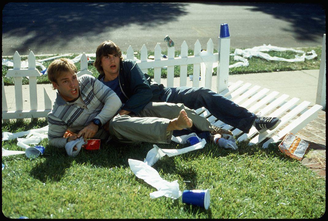Nach einer wilden Partynacht können sich die beiden Loser Jesse (Ashton Kutcher, r.) und Chester (Seann William Scott, l.) an nichts mehr erinnern.... - Bildquelle: 2000 - 20th Century Fox - All Rights Reserved.