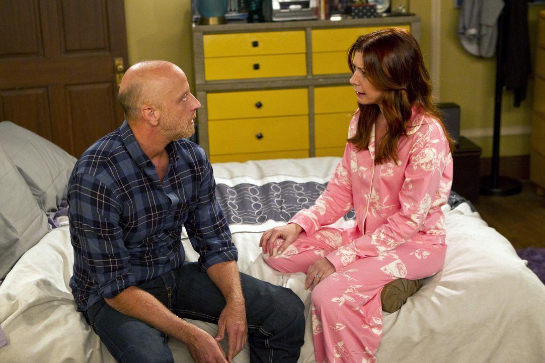 Immer mehr erkennt Lily (Alyson Hannigan, r.) in Marshall ihren Vater (Chris Elliott, l.) - was sie schockiert ... - Bildquelle: 20th Century Fox International Television