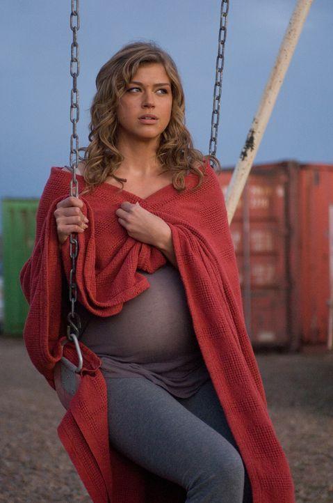 Die einzige Hoffnung der Menschheit ist ihr noch ungeborenes Kind: Charlie (Adrianne Palick) ... - Bildquelle: CPT Holdings, Inc.  All Rights Reserved.