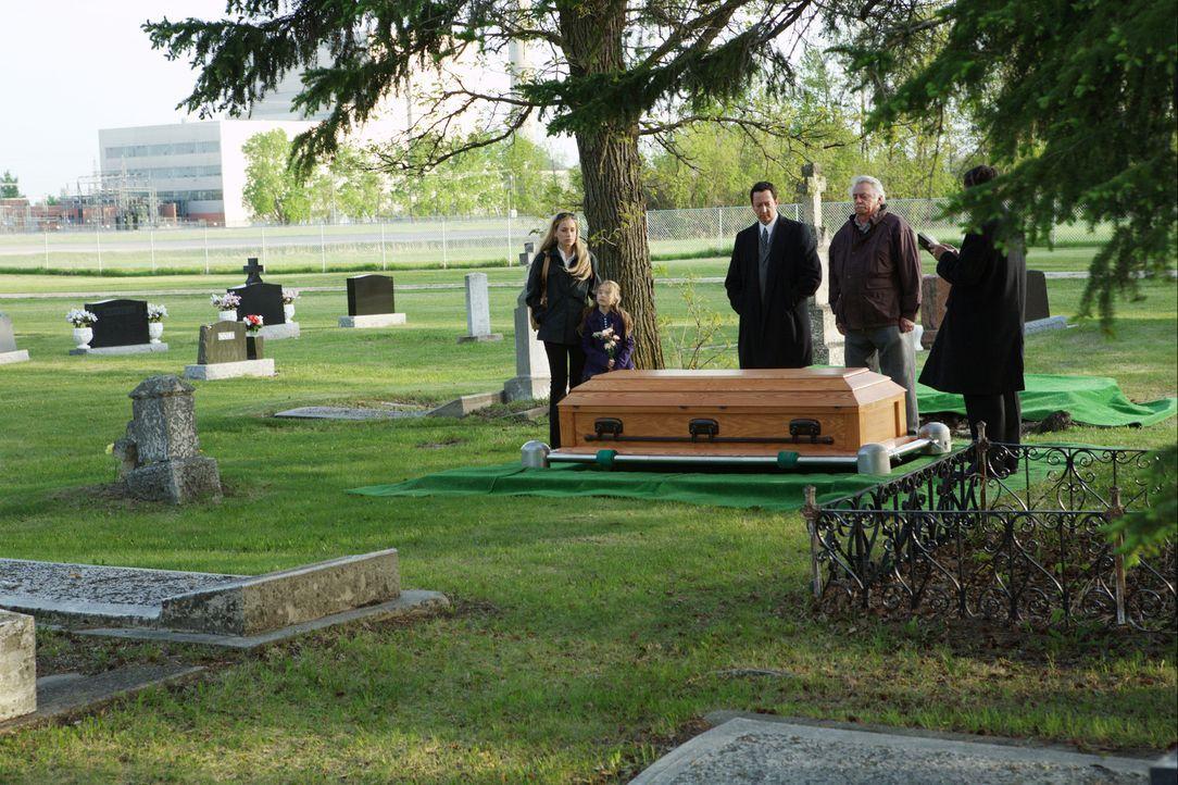 Für seine Frau Lisa (Piper Perabo, l.) und seine Tochter Katie (Brooklynn Proulx, 2.v.l.) ist der zum Tode verurteilte Ben tot. Doch Ben lebt! Ihm... - Bildquelle: 2008 Medea Capital LLC. All Rights Reserved.