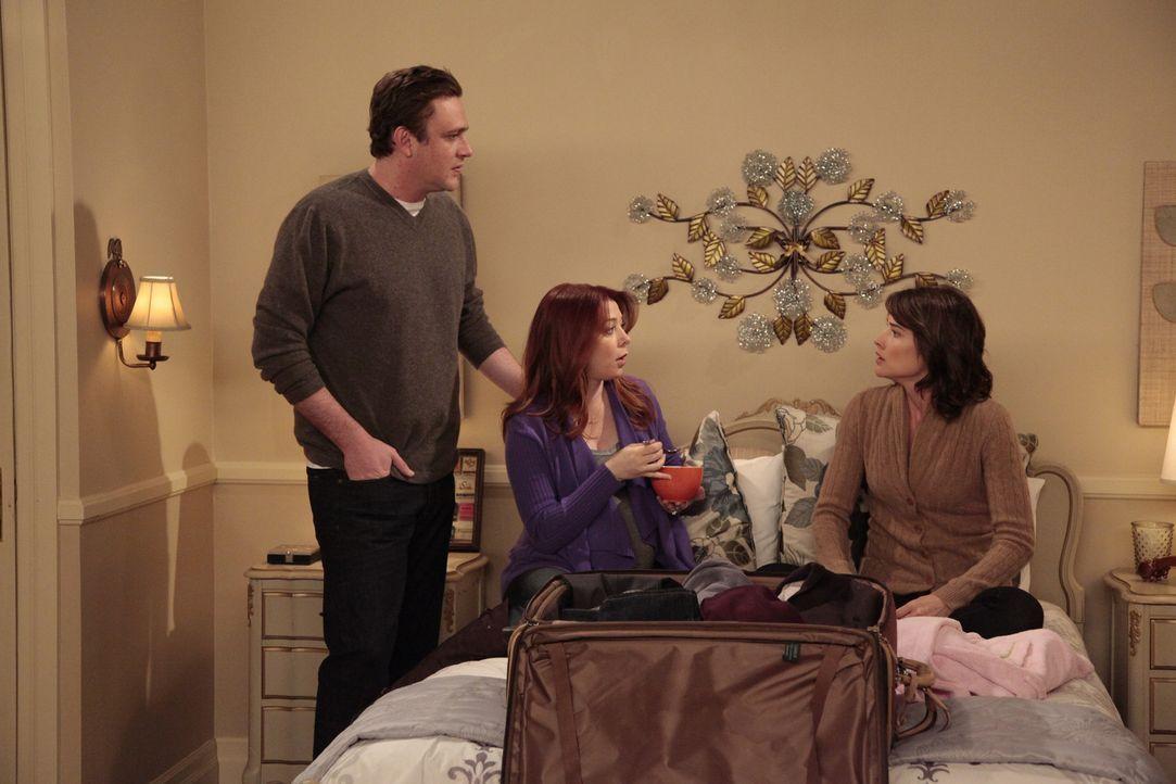 Marshall (Jason Segel, l.) und Lily (Alyson Hannigan, M.) machen Robin (Cobie Smulders, r.) mit einem Leben in einem Vorort von New York bekannt, wa... - Bildquelle: 20th Century Fox International Television