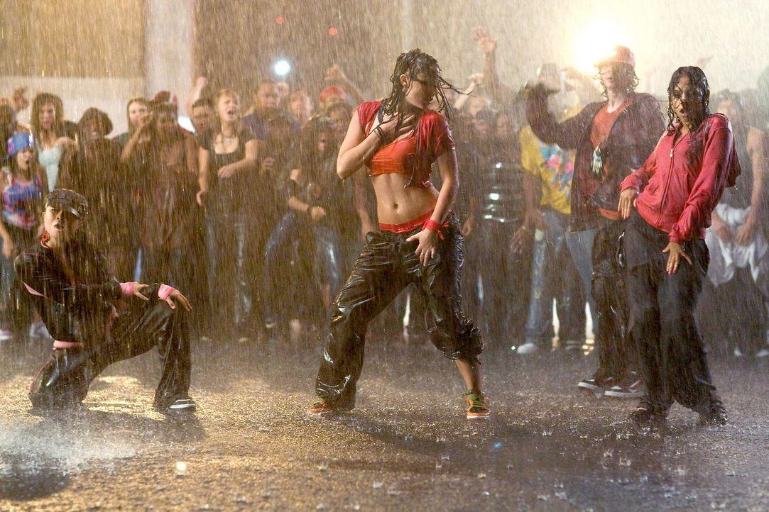 In einem Underground Dance Battle kann Andie (Briana Evigan, M.) allen zeigen, was in ihr steckt ... - Bildquelle: 2008 Constantin Film