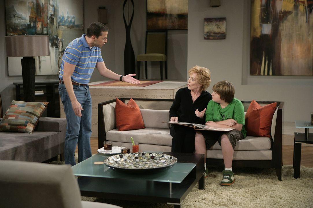 Alan bemüht sich darum, das Haus von Charlie zu verschönern. Dieser kann der Idee seines Bruders jedoch so gar nichts abgewinnen und so kommt es,... - Bildquelle: Warner Brothers Entertainment Inc.