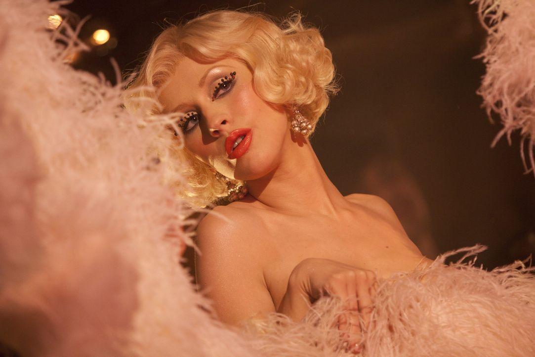Mit ihrem Talent kann sich nicht nur Ali (Christina Aguilera) einen Traum erfüllen, sondern auch Tess zieht daraus ihre Vorteile ... - Bildquelle: 2010 Screen Gems, Inc. All Rights Reserved.