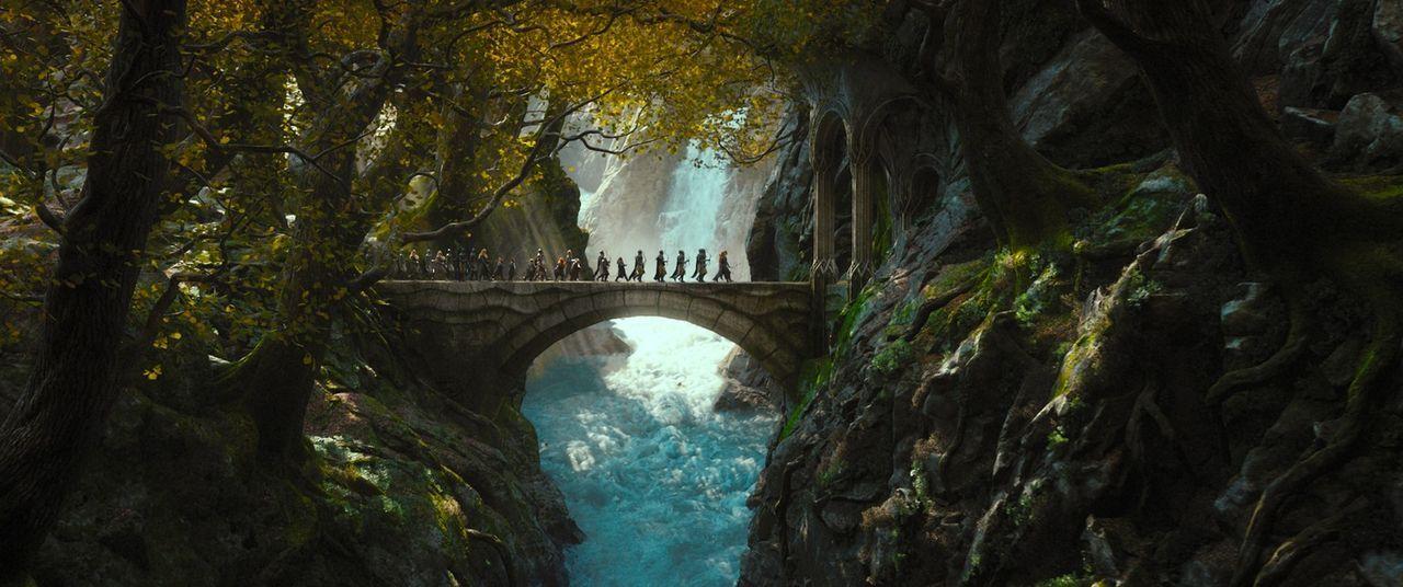 Die Zwerge, zusammen mit dem Hobbit Bilbo und dem Zauberer Gandalf, verfolgen weiter ihr Ziel, ihre Heimat Erebor von dem bösen Drachen Smaug zurück... - Bildquelle: 2013 METRO-GOLDWYN-MAYER PICTURES INC. and WARNER BROS. ENTERTAINMENT INC.