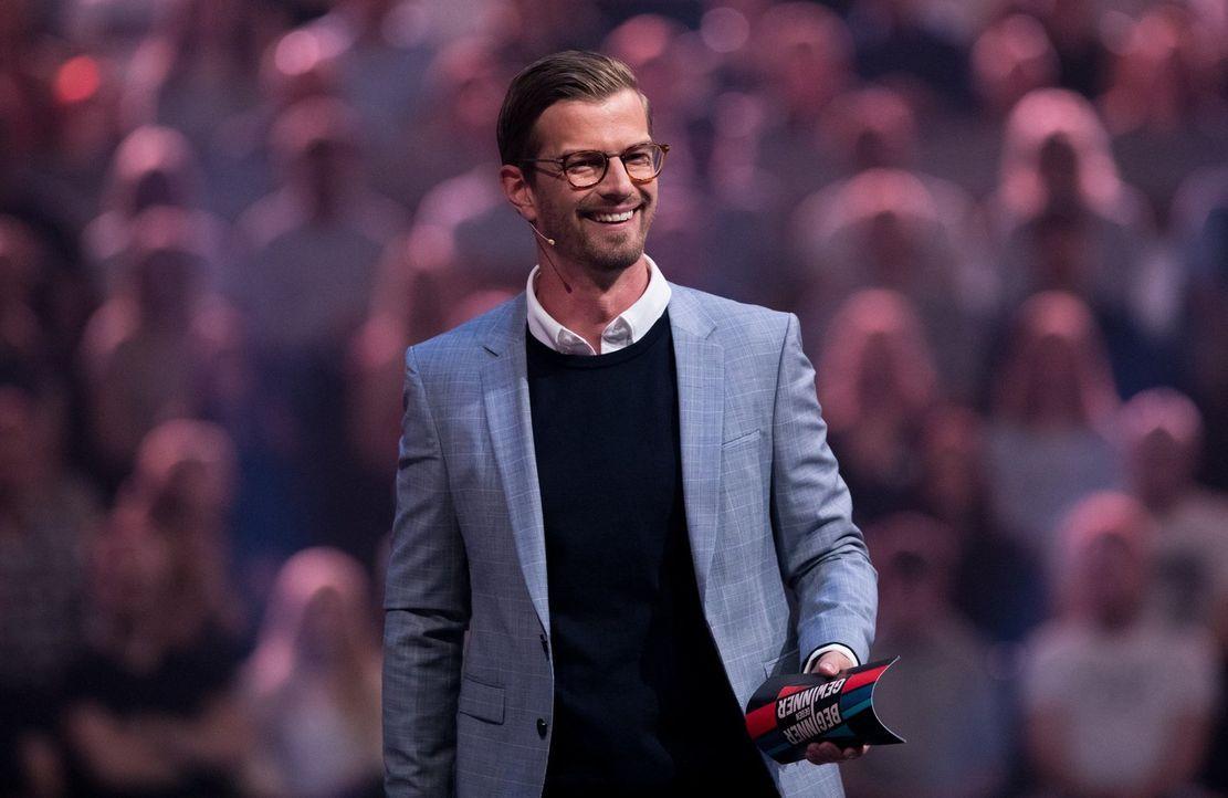 Noch hat Joko gut Lachen, doch wie sieht es letztendlich bei seiner Challenge aus? - Bildquelle: Jens Hartmann ProSieben/Jens Hartmann