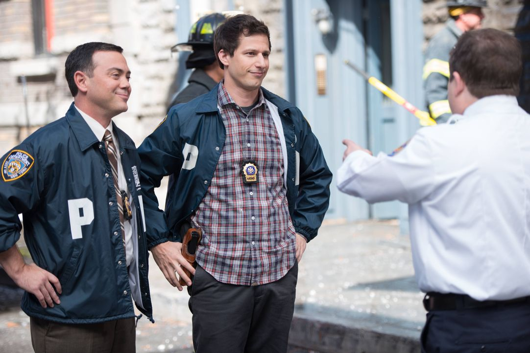 (v.l.n.r.) Charles Boyle (Joe Lo Truglio); Jake Peralta (Andy Samberg); Boone (Patton Oswalt) - Bildquelle: Eddy Chen 2013 NBC Studios LLC. All Rights Reserved. / Eddy Chen
