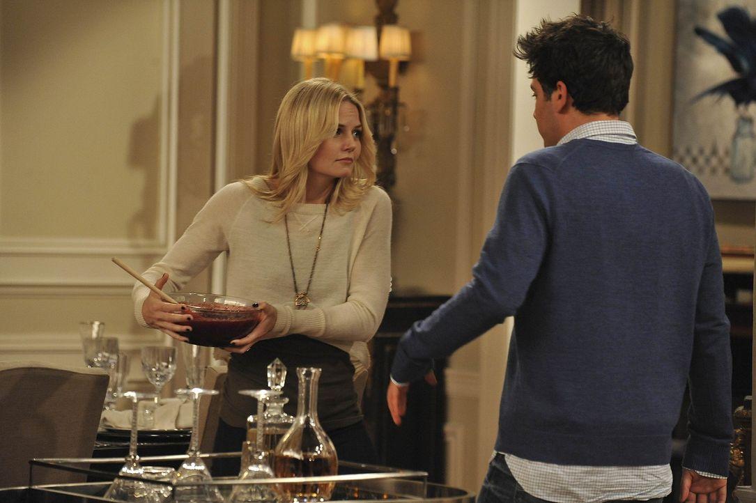 Ted (Josh Radnor, r.) kann es nicht fassen, dass seine Freunde mit Zoey (Jennifer Morrison, l.) einen lustigen Abend verbracht haben ... - Bildquelle: 20th Century Fox International Television