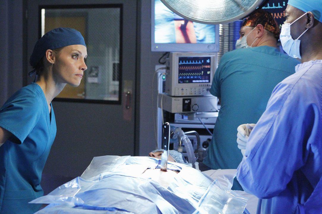 Der Vergewaltiger von Charlotte, Lee McHenry (Nicholas Brendon, liegend), kommt ins St. Ambrose Krankenhaus, nachdem er von seiner Freundin schwer v... - Bildquelle: ABC Studios