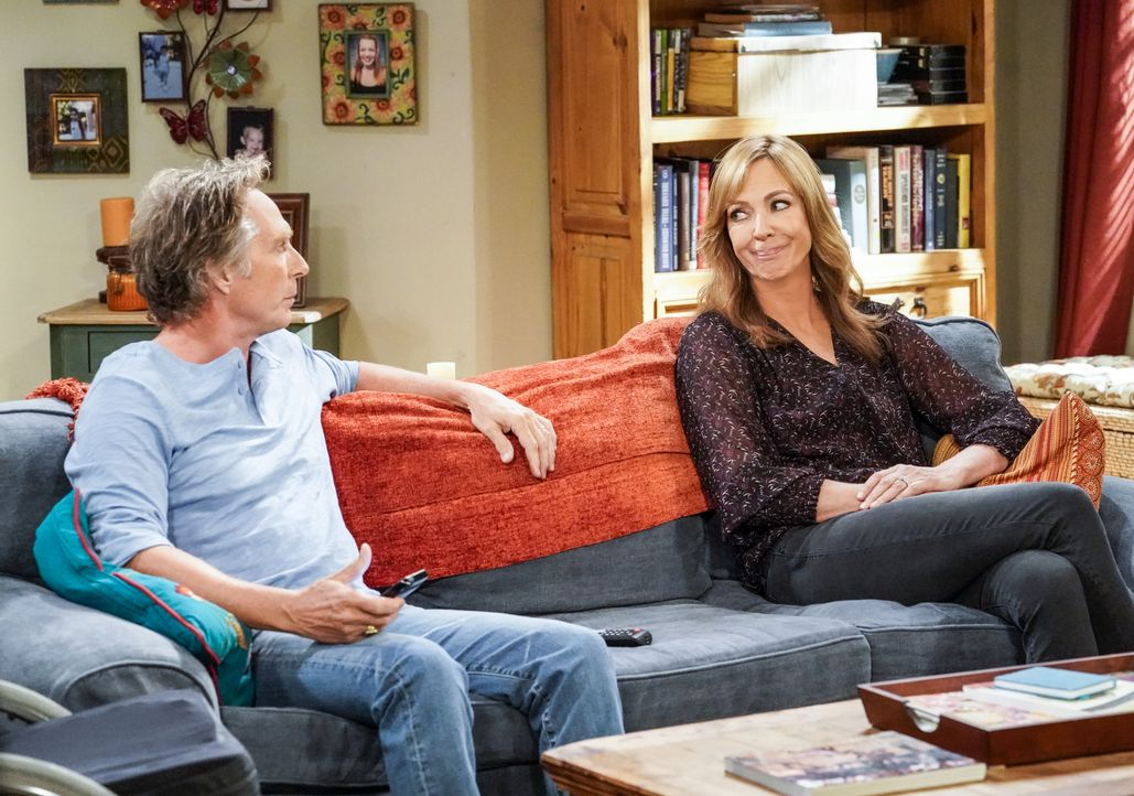 Adam (William Fichtner, l.); Bonnie (Allison Janney, r.) - Bildquelle: Robert Voets 2019 CBS Broadcasting Inc. All Rights Reserved. / Robert Voets