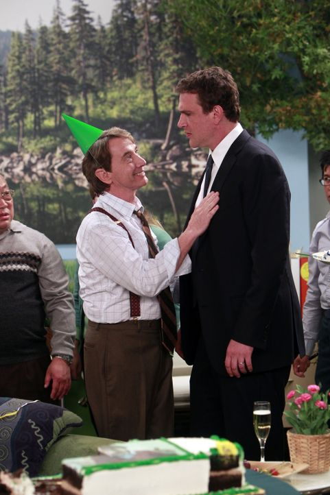 Marshall (Jason Segel, r.) befindet sich auf Kollisionskurs mit seinem neuen Chef Garrison Cootes (Martin Short, l.) ... - Bildquelle: 20th Century Fox International Television