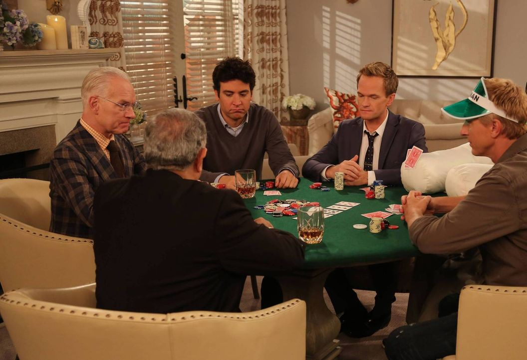 Das Trauzeugen-Poker-Spiel ist in vollem Gange: (v.l.n.r.) Tim Gunn (Tim Gunn), Ranjit (Marshall Manesh), Ted (Josh Radnor), Barney (Neil Patrick Ha... - Bildquelle: 2013 Twentieth Century Fox Film Corporation. All rights reserved.