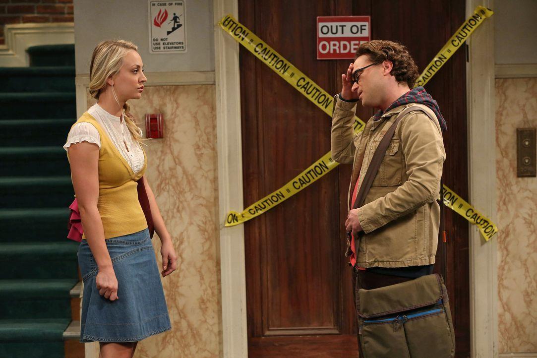 Während Howard und Raj herausfinden wollen, was Sheldon jeden Nachmittag um viertel vor drei macht, geraten Leonard (Johnny Galecki, r.) und Penny (... - Bildquelle: Warner Bros. Television