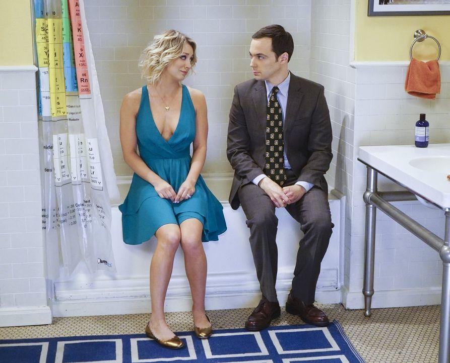 Als Sheldon (Jim Parsons, r.) auf seiner Geburtstagsparty plötzlich Panik bekommt, sperrt er sich im Badezimmer ein. Penny (Kaley Cuoco, l.) folgt i... - Bildquelle: 2016 Warner Brothers