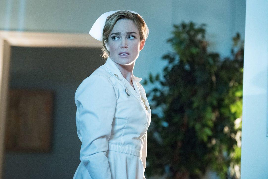 Noch ahnt Sara (Caity Lotz) nicht, dass die Mission im Jahre 1958 für sie und zwei weitere Legends anders endet, als erwartet ... - Bildquelle: 2015 Warner Bros.