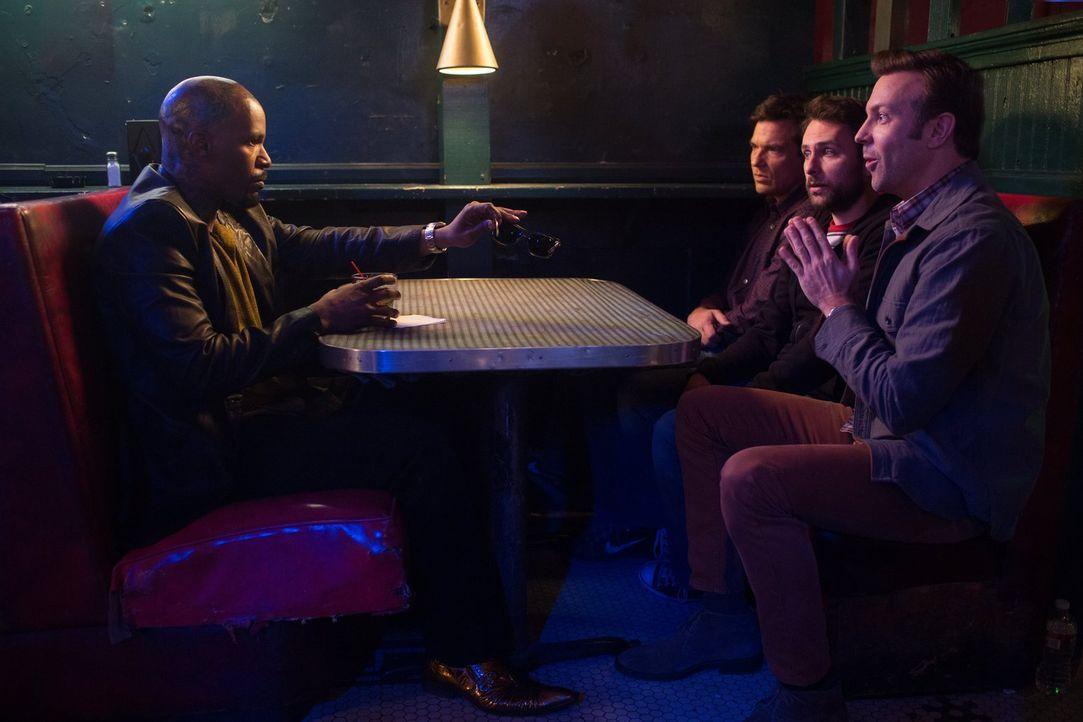 Der Einstieg ins Entführungsgeschäft ist gar nicht so einfach. Deshalb wenden sich (v.r.n.l.) Kurt (Jason Sudeikis), Dale (Charlie Day) und Nick (Ja... - Bildquelle: 2014   Warner Bros.