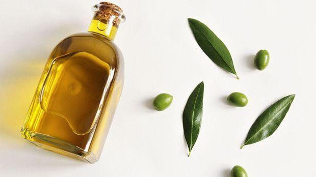 Olivenöl gilt als nährstoffreich und feuchtigkeitsspendend obendrein – wir ve...