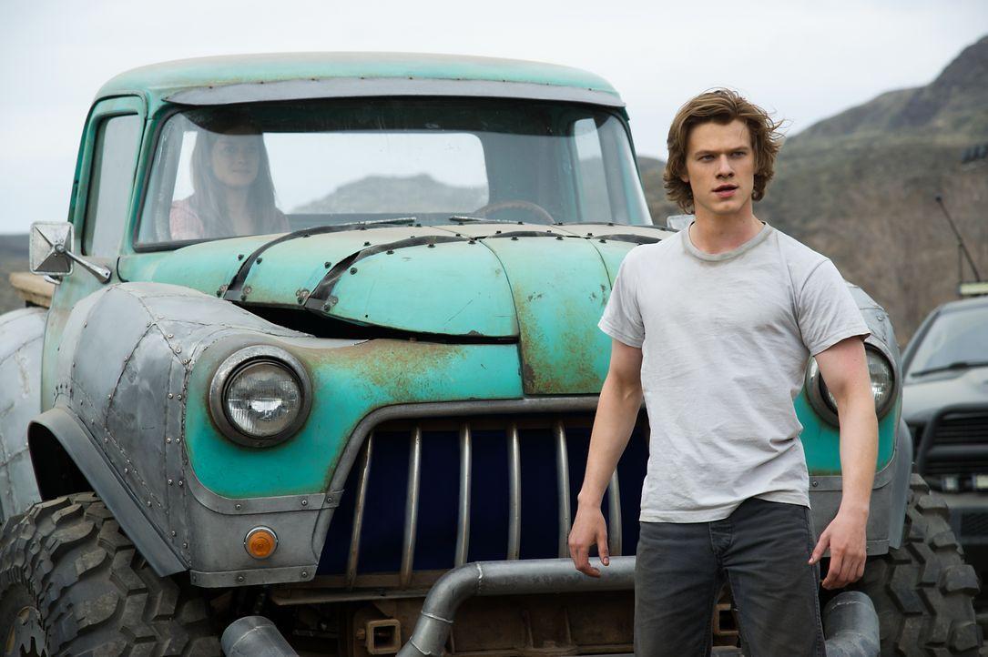 Ein Junge (Lucas Till), ein Truck, eine Mission - kann Tripp sein Monster wieder nach Hause bringen? - Bildquelle: Kimberley French 2016 Paramount Pictures. All Rights Reserved. / Kimberley French