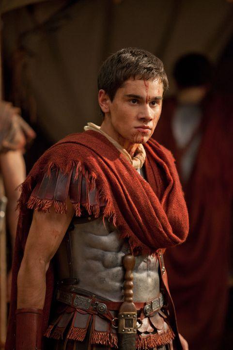 Als Tiberius (Christian Antidormi) erfährt, wo sich Spartacus und seine Leute aufhalten, macht er entgegen der Vorschriften seines Vaters auf den We... - Bildquelle: 2012 Starz Entertainment, LLC. All rights reserved.