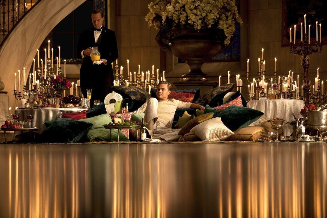 Gatsby (Leonardo DiCaprio, M.) hat sich eine Welt voller Schein und Sein aufgebaut, doch ohne die Liebe seiner Jugendfreundin Daisy bedeutet diese i... - Bildquelle: 2012 Warner Brothers