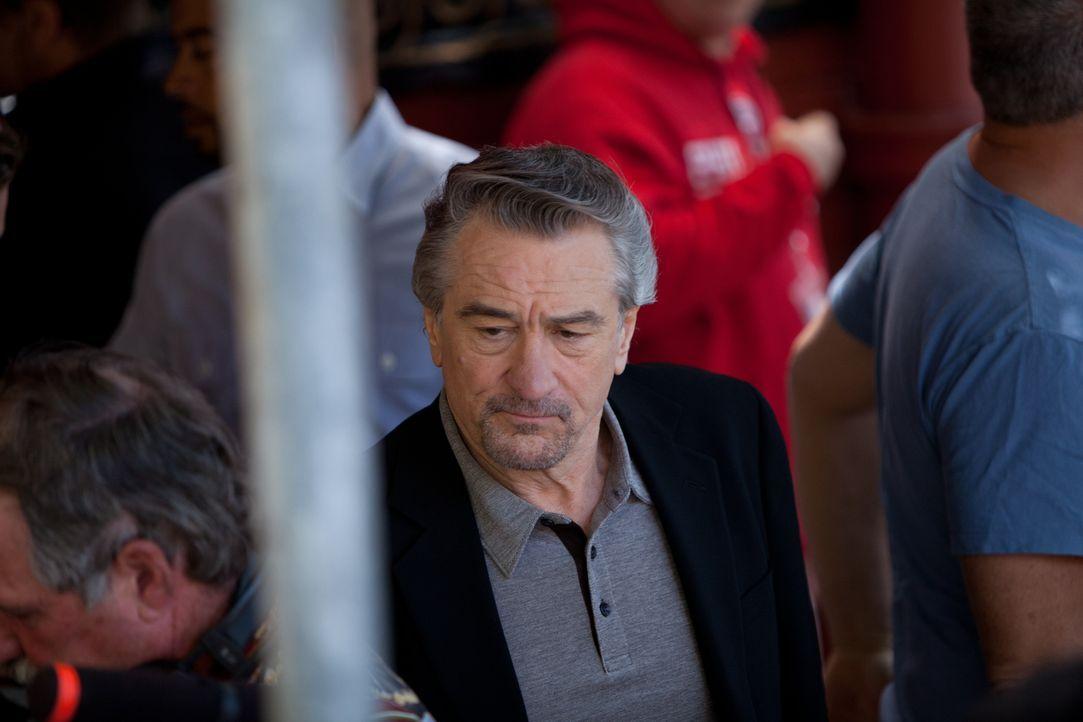 Kaum bei der Polizei begonnen, muss Malo feststellen, dass sein Chef Sarcone (Robert De Niro), bei dem auch schon sein Vater als Cop gearbeitet hat,... - Bildquelle: Steve Dietl Constantin Film Verleih GmbH