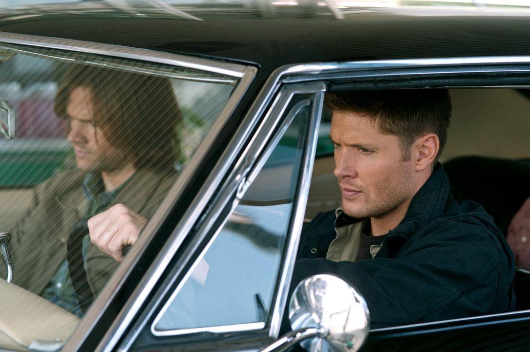 Das erste Wiedersehen zwischen Dean (Jensen Ackles, r.) und Sam (Jared Padalecki, l.) verläuft anders als erwartet ... - Bildquelle: Warner Bros. Television