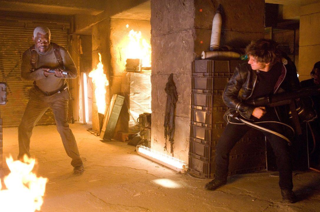 Zwischen Roland (Samuel L. Jackson, l.) und Griffin (Jamie Bell, r.) entbrennt ein Kampf auf Leben und Tod ... - Bildquelle: 2007 Epsilon Motion Pictures GmbH