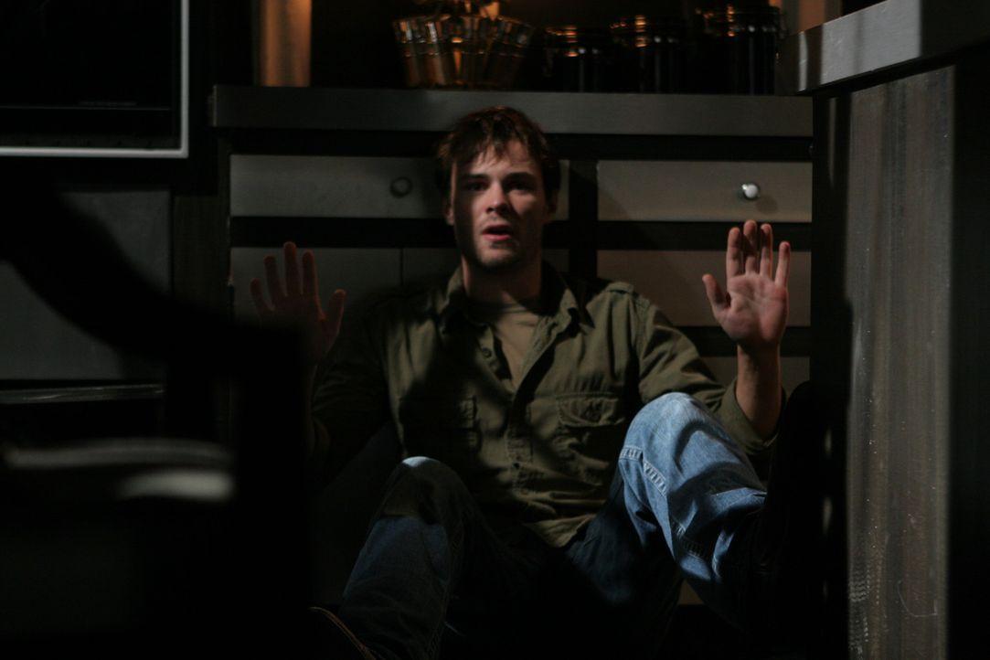 Nur Michael (Patrick Flueger) ist nicht bereit, sein Leben auf Kosten der anderen zu retten ... - Bildquelle: After Dark Films. All Rights Reserved.