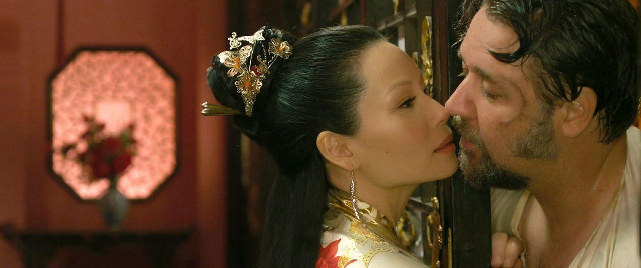 Ziehen sich gefährlich an: Madame Blossom (Lucy Liu, l.) und der berüchtigten Jack Knife (Russell Crowe, r.) ... - Bildquelle: Universal Pictures