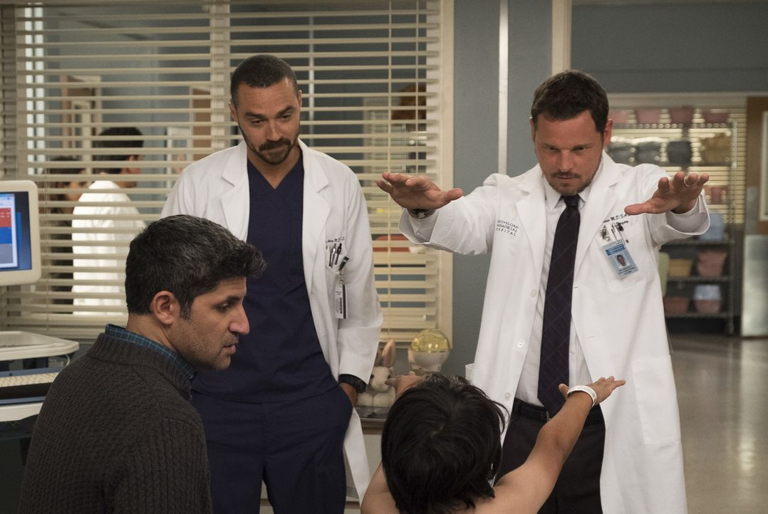 Dr. Jackson Avery (Jesse Williams, l.); Dr. Alex Karev (Justin Chambers, r.) - Bildquelle: John Fleenor ABC Studios/John Fleenor