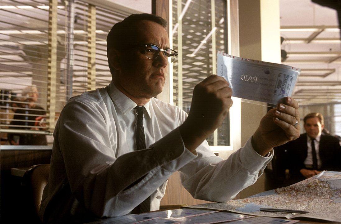 Kommt immer wieder einen Schritt zu spät: FBI-Agent Carl Hanratty (Tom Hanks) ... - Bildquelle: TM &   2003 DreamWorks LLC. All Rights Reserved