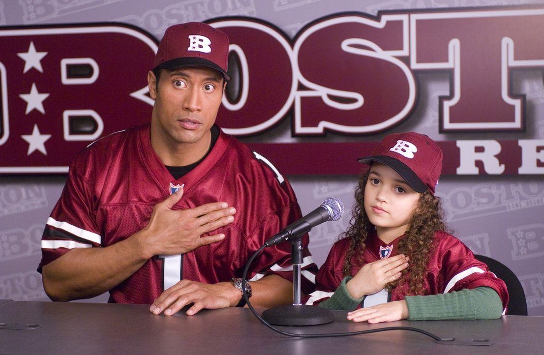 Vater und Tochter in seltener Einigkeit: Joe (Dwayne Johnson, l.) und Peyton (Madison Pettis, r.) - Bildquelle: Buena Vista International
