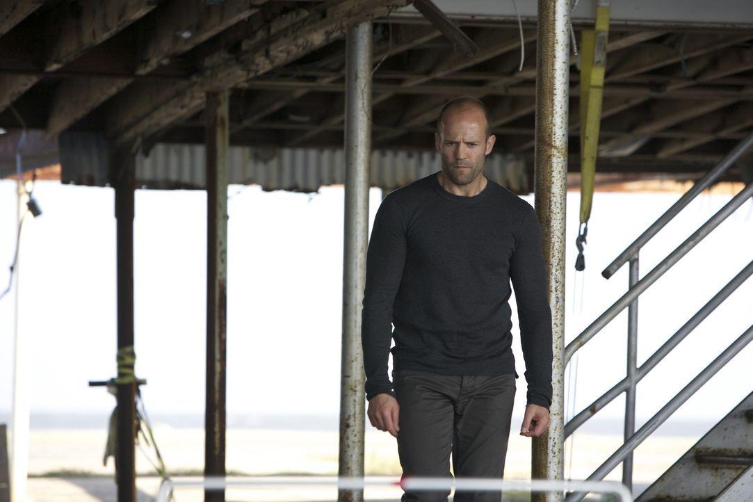 Als Arthur (Jason Statham) zufällig einen der Männer entdeckt, von denen er dachte, dass sie bei der Südafrika-Mission getötet worden seien, erf... - Bildquelle: 2010 SCARED PRODUCTIONS, INC.