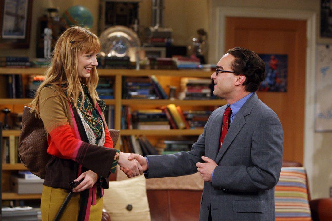 Sheldon erwartet Besuch von Dr. Elizabeth Plimpton (Judy Greer, l.), einer befreundeten Wissenschaftlerin. Da Elizabeth nicht gerne in Hotels wohnt,... - Bildquelle: Warner Bros. Television