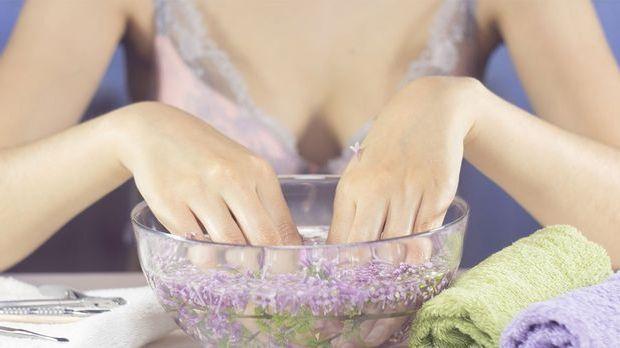 Wasserbad für die Fingernägel
