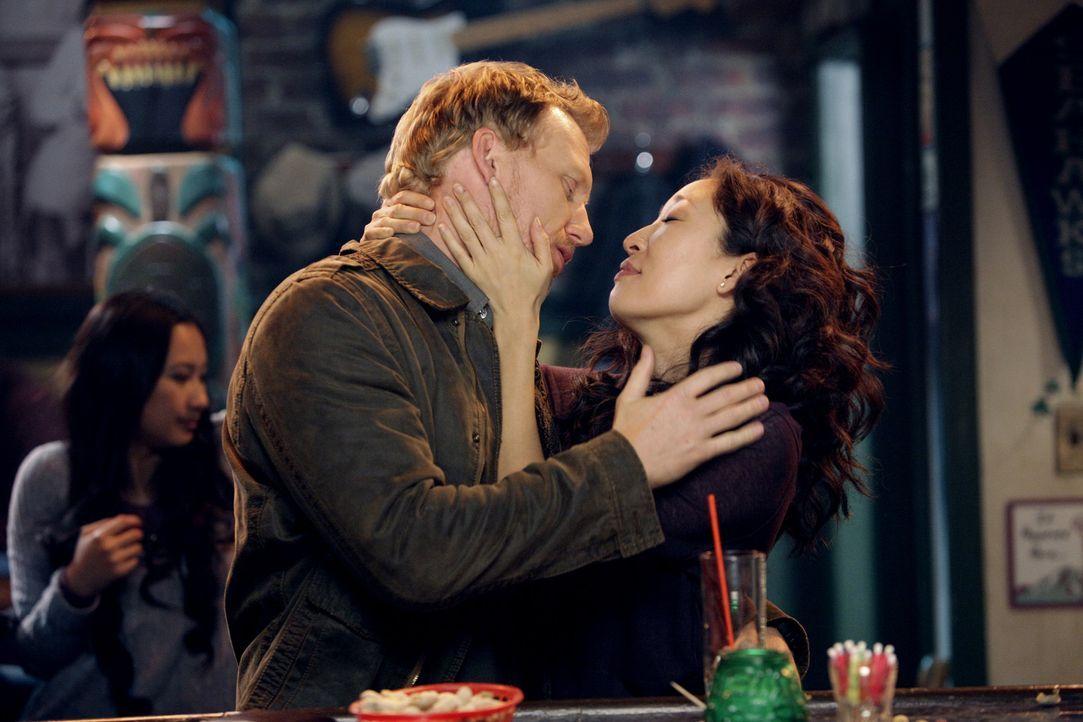 Obwohl sie nicht immer gleicher Meinung sind, sind Owen (Kevin McKidd, l.) und Cristina (Sandra Oh, r.) glücklich miteinander ... - Bildquelle: ABC Studios