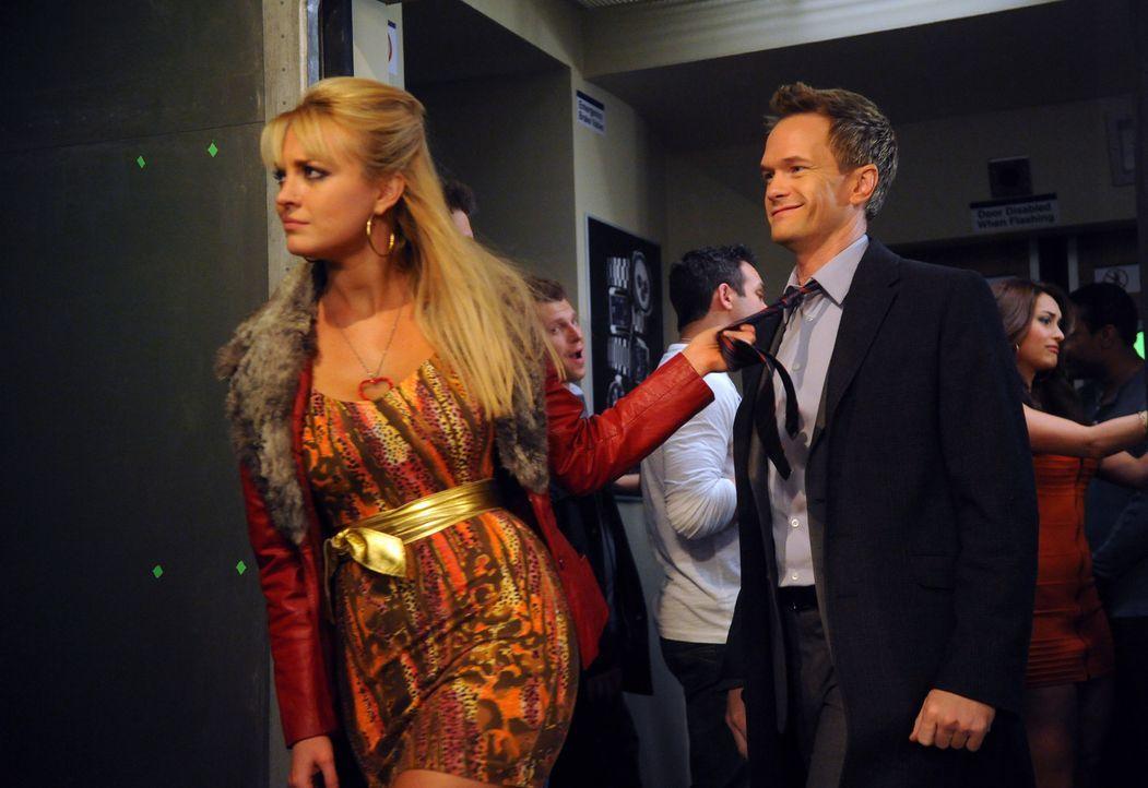 Der Saufzug hält was er verspricht: Barney (Neil Patrick Harris, r.) ... - Bildquelle: 20th Century Fox International Television