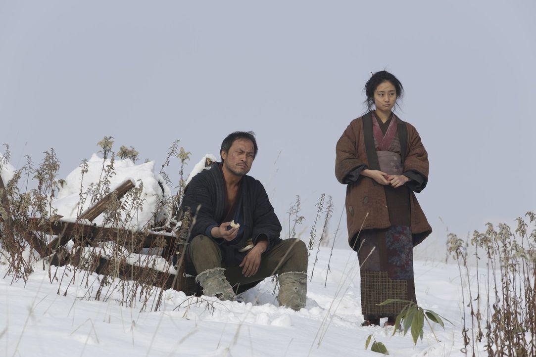 Setzte sich für eine gerechte Bestrafung derer ein, die die junge Natsume (Shiori Kutsuna, r.) entstellt haben, nachdem der lokale Gesetzeshüter den... - Bildquelle: Warner Bros.